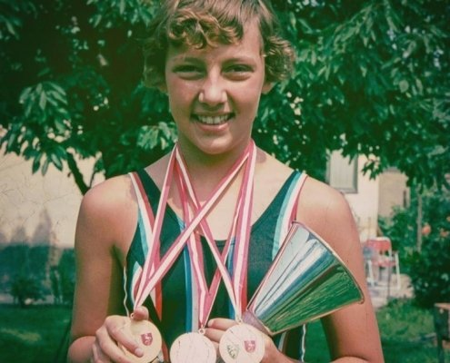 In the photo Andrea Steiner can be seen at her first Austrian state championships at the age of 12. Back then she won gold for 200m backstroke and for the relay, and she won silver for 100m backstroke.