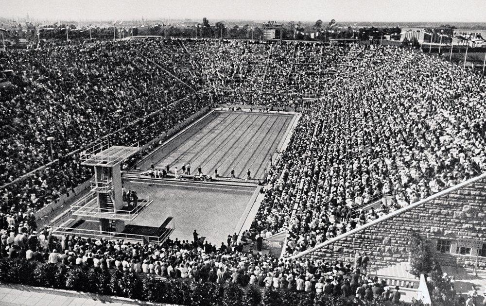 David Armbruster und Jack Sieg entwickelten eine Brustschwimm-Technik, die 1936 bei den Olympischen Spielen in Berlin verbreitet Anwendung fand