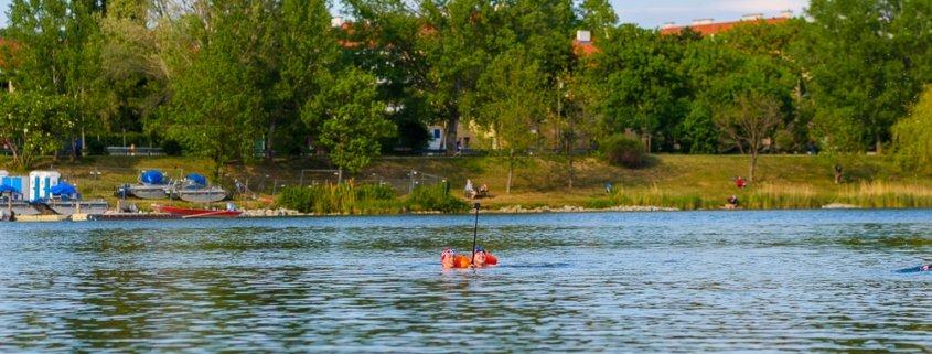 Die Lagerwiese Romaplatz ist ein idealer Einstiegsort für das Freiwasserschwimmen