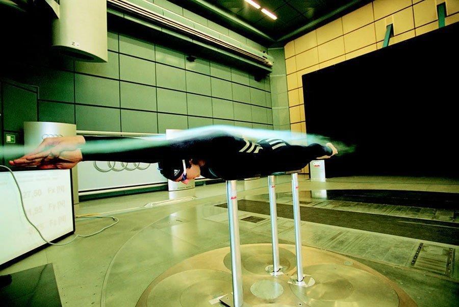 Der Adidas Jetconcept® Schwimmanzug bei der Entwicklung mit Ian Thorpe im Audi Windtunnel