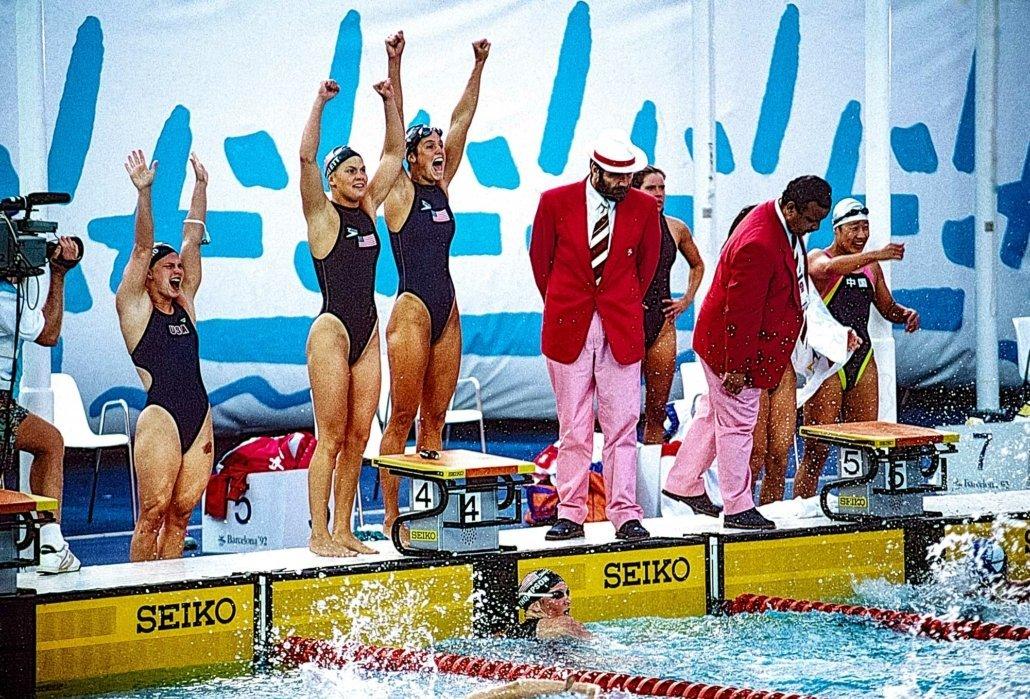 Im Bild sehen Sie das weibliche Schwimmteam der USA beim Sieg der Staffel über 4x100m und dem Aufstellen eines neuen Weltrekords bei den olympischem Sommerspielen 1992 in Bracelona/Spanien.  Von links nach rechts: Angel Martino, Nicole Haislett, Dara Torres, Jenny Thompson