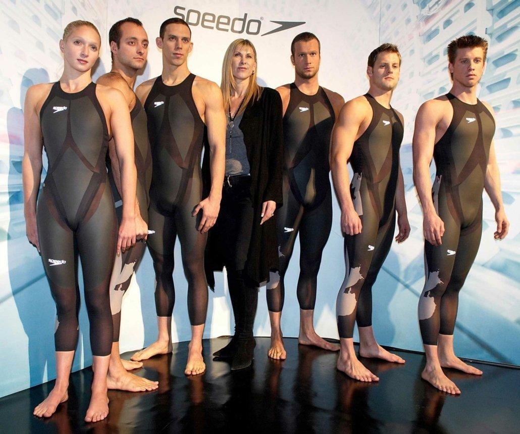 Vorstellung des Speedo LZR Racer Schwimmanzugs in London 2000. Von links nach rechts: Caitlin McClatchley, James Goddard, France's Hugues Duboscq, Sharron Davies, Marcus Rogan, Liam Tancock aund Thomas Rupprath