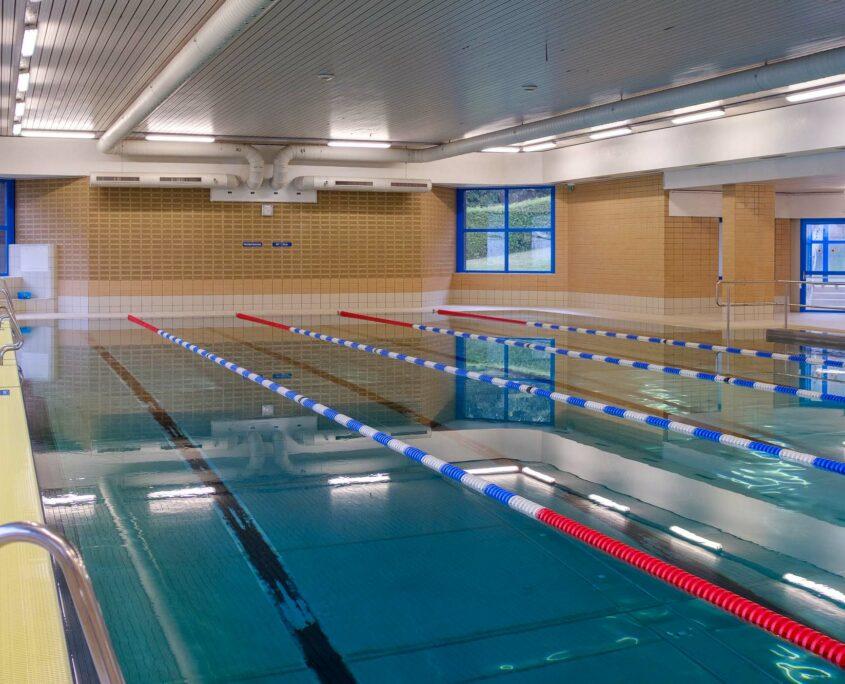 Das Sportbecken im Bad des Bundesblindeninstituts ist ideal für Schwimmkurse geeignet