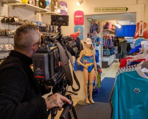 """Filming for """"Wien Heute"""" in Schwimmsport Steiner"""