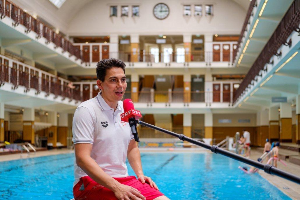 Peter Steiner, Geschäftsführer der Schwimmschule Steiner, im Interview mit dem ORF in Wien