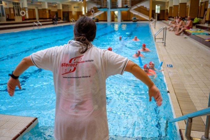 Schwimmkurs der Schwimmschule Steiner im Wiener Amalienbad