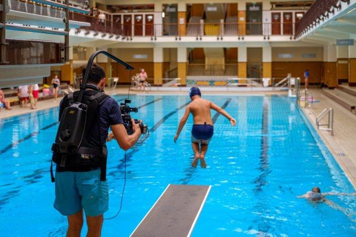DerStandard im Amalienbad mit Schwimmschule Steiner